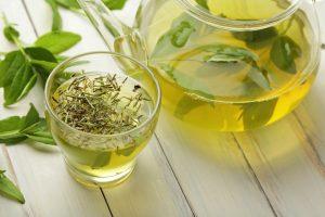 thé vert sur les cheveux